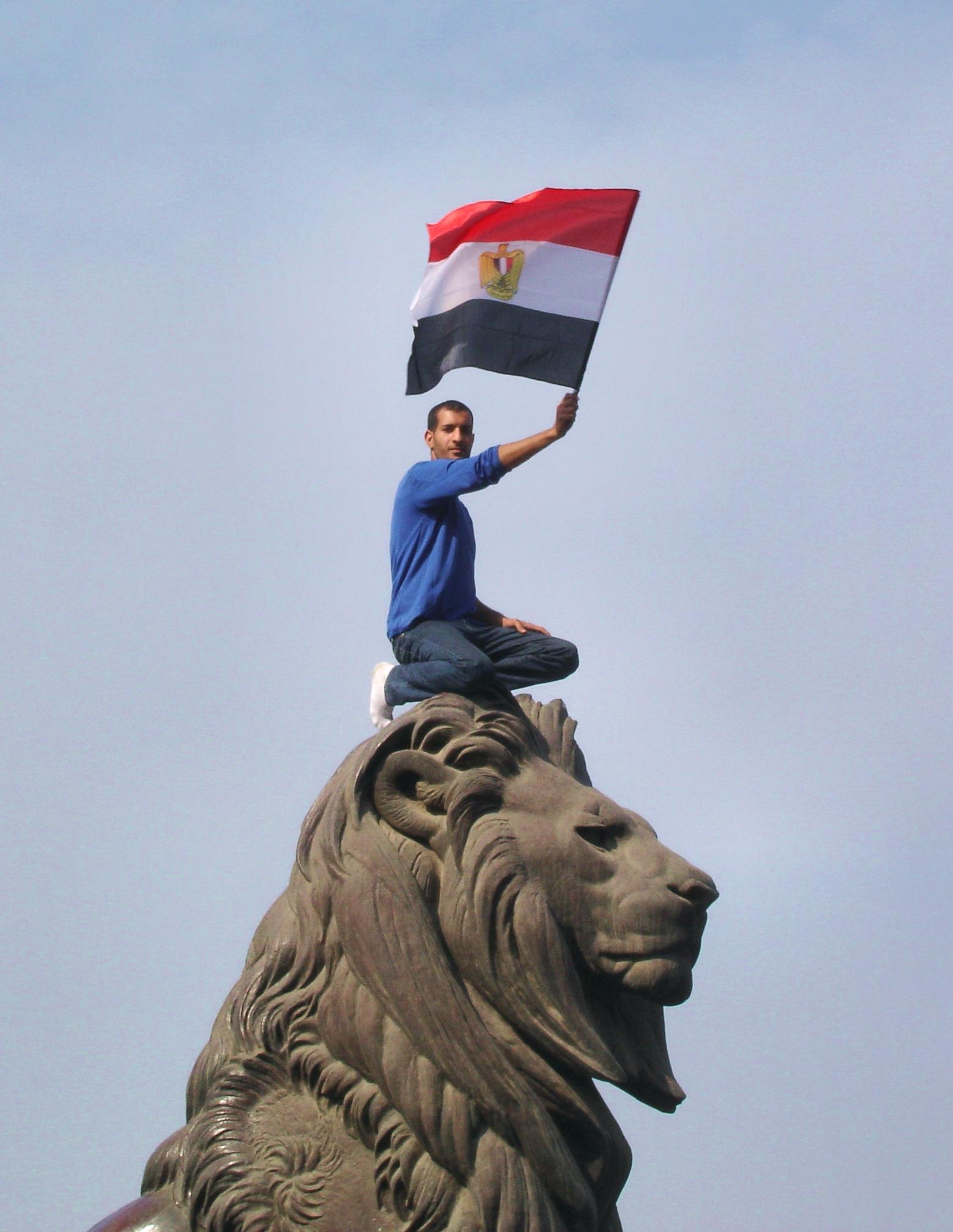 the_lion_of_egyptian_revolution_qasr_al-nil_bridge-edit2